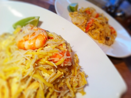 It looks quite plain but this Singaporean hokkien mee is to die for!!!