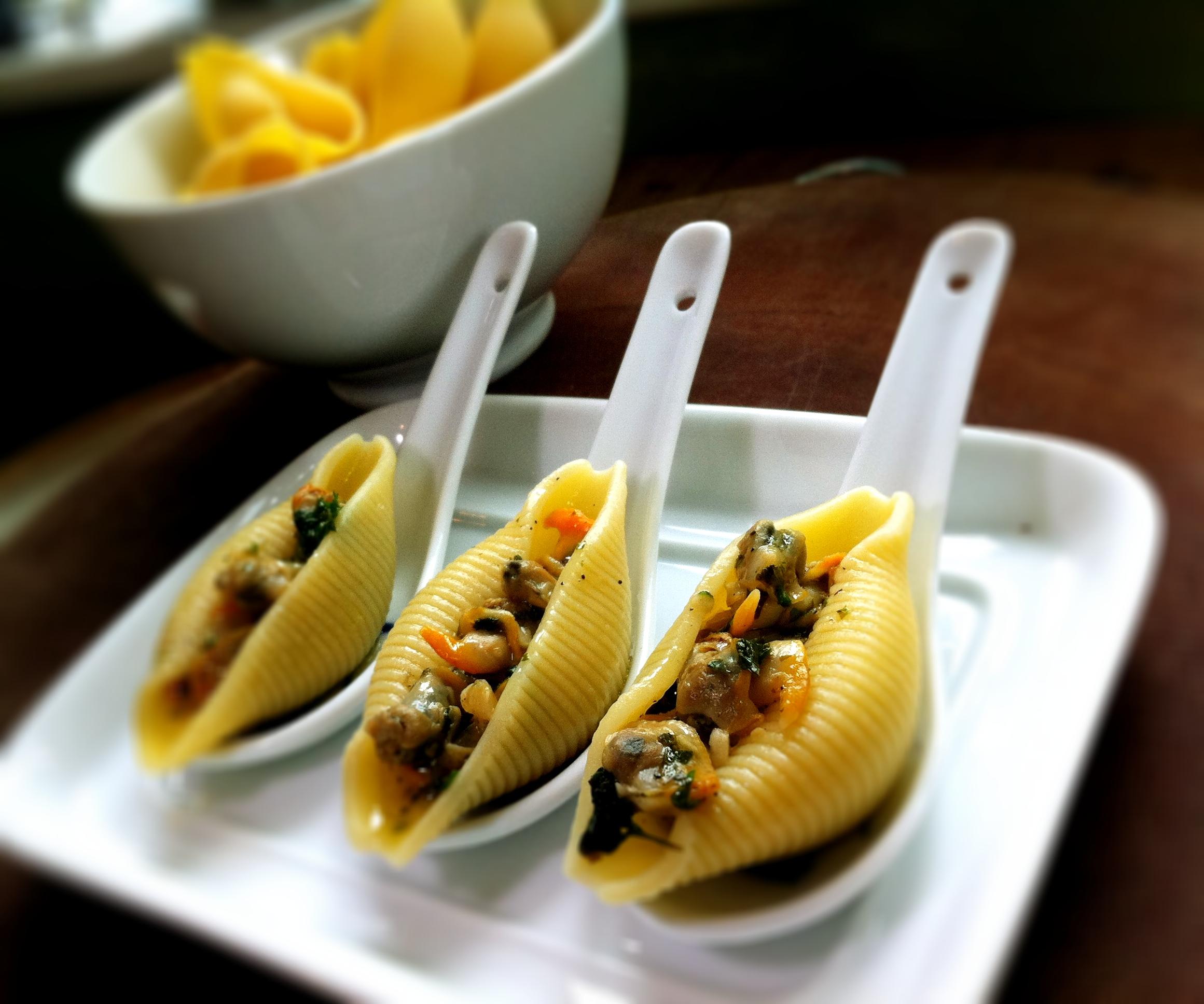 Conghiglioni vongole surprise amuse bouche thebigfatnoodle for Amuse bouche cuisine