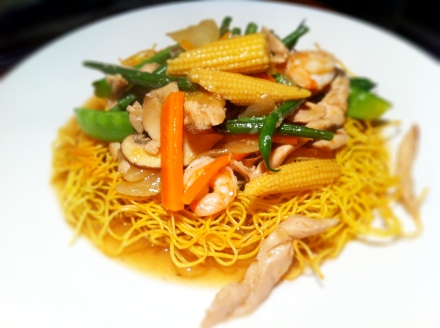 Crispy mah mee with chicken and prawns