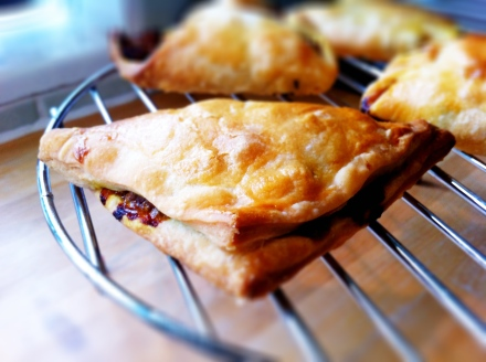 thebigfatnoodle's curry puff puffs - stay away if you can't handle spicy food!